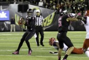 Marcus Mariota steps back to pass in October 3rd, 2014 match-up against the Arizona Wildcats
